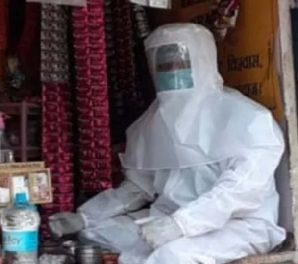pan wala in Banaras wears a PPE kit